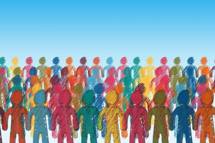 Kuvassa useita piirrettyjä ihmishahmoja, eri värisiä: pinkkejä, keltaisia, vihreitä.